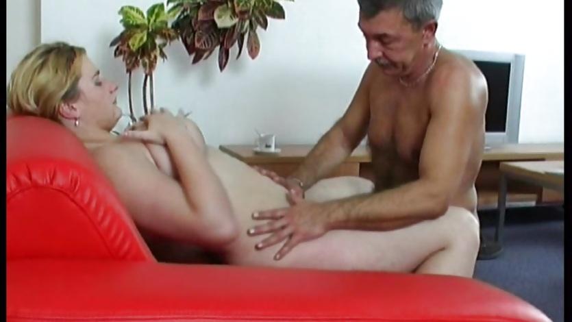 Отец трахает свою пухленькую дочь