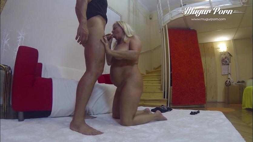 Сын ебет мать и снимает видеокамеру