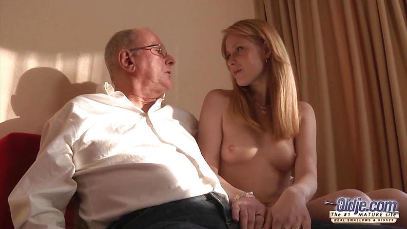 Седой отец заставил дочь заняться с ним инцестом
